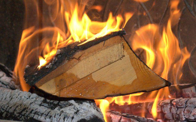 drewno-czyste-spalanie-w-kominku